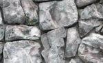 Декоративный камень в интерьере прихожей.